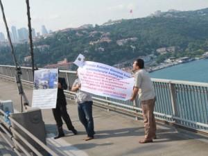 Boğaziçi Köprüsü'nde 'Babalar Günü' eylemi