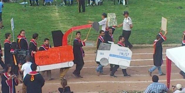 ODTÜ mezuniyet töreninden kötü esprili pankartlar 3