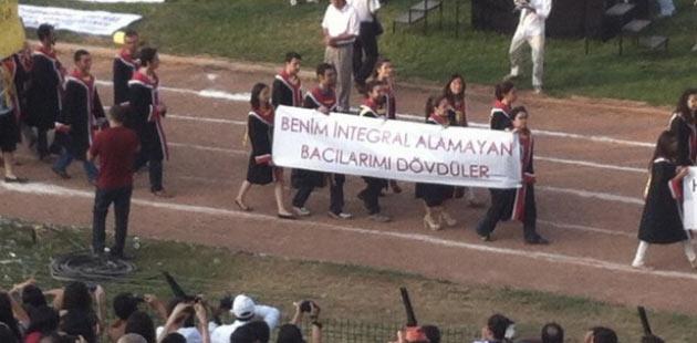 ODTÜ mezuniyet töreninden kötü esprili pankartlar 9