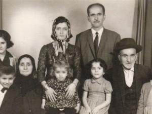 Davutoğlu ve çocukluk fotoğrafları