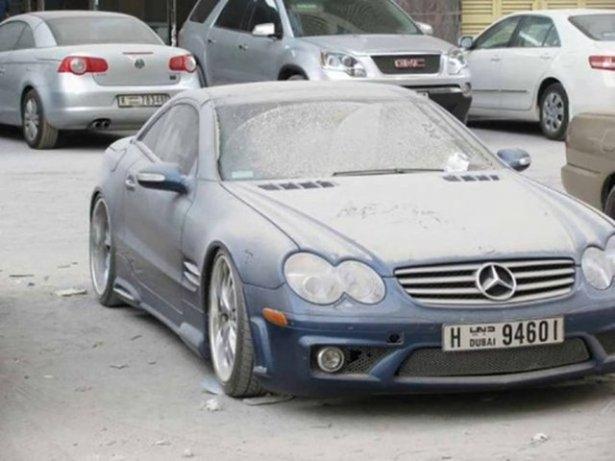 Dubai'de çöp olan lüks arabalar 1