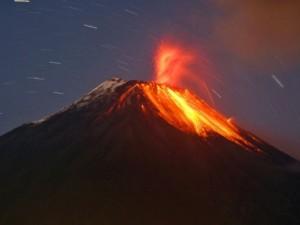 Ekvator'da Tungurahua Yanardağı patladı!