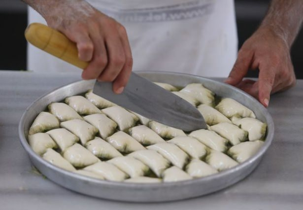 Gaziantepli ustalar baklavaları böyle hazırlıyor! 17