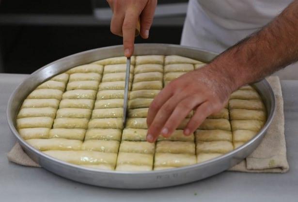 Gaziantepli ustalar baklavaları böyle hazırlıyor! 19