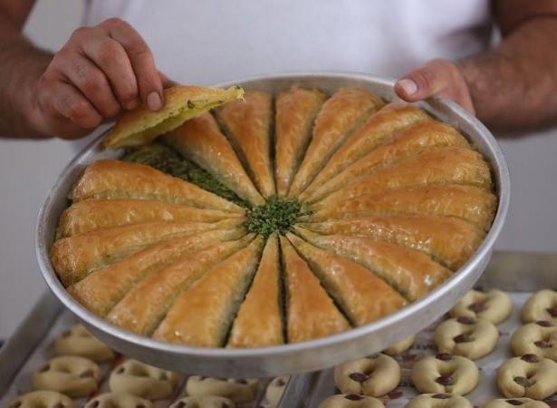 Gaziantepli ustalar baklavaları böyle hazırlıyor! 28