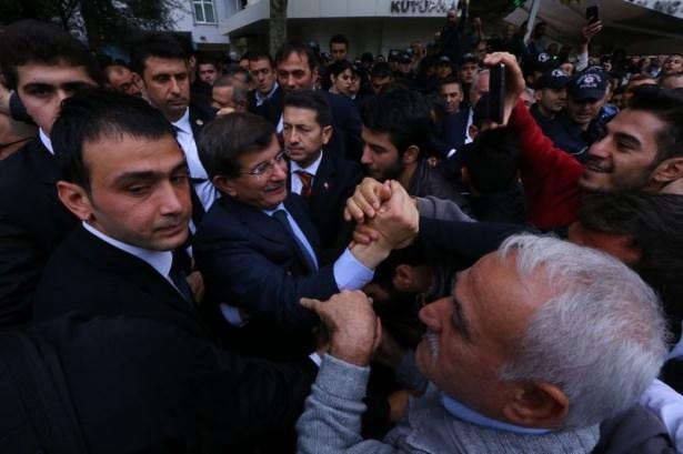 Başbakan Davutoğlu çocuklara harçlık dağıttı 10