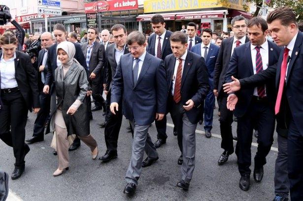 Başbakan Davutoğlu çocuklara harçlık dağıttı 3
