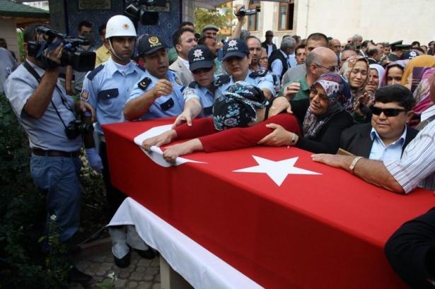 Şehit polisler son yolculuğuna uğurlandı 9
