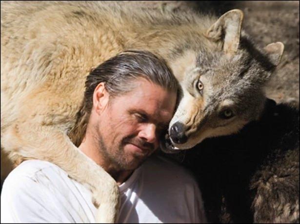 Vahşi hayvanlar ile yaşayan korkusuz insanlar 28