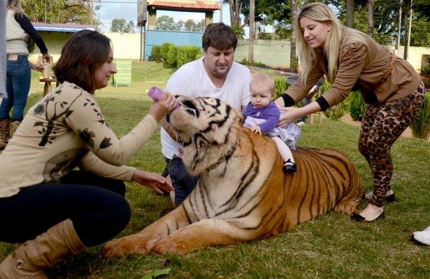 Vahşi hayvanlar ile yaşayan korkusuz insanlar 43