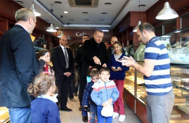 Erdoğan, oğlu ve torunuyla market alışverişinde 10