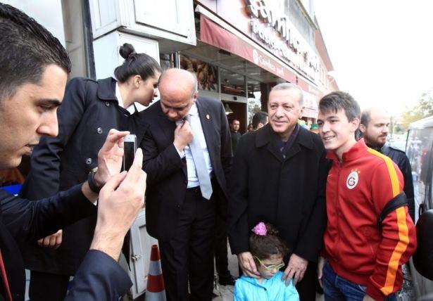 Erdoğan, oğlu ve torunuyla market alışverişinde 12