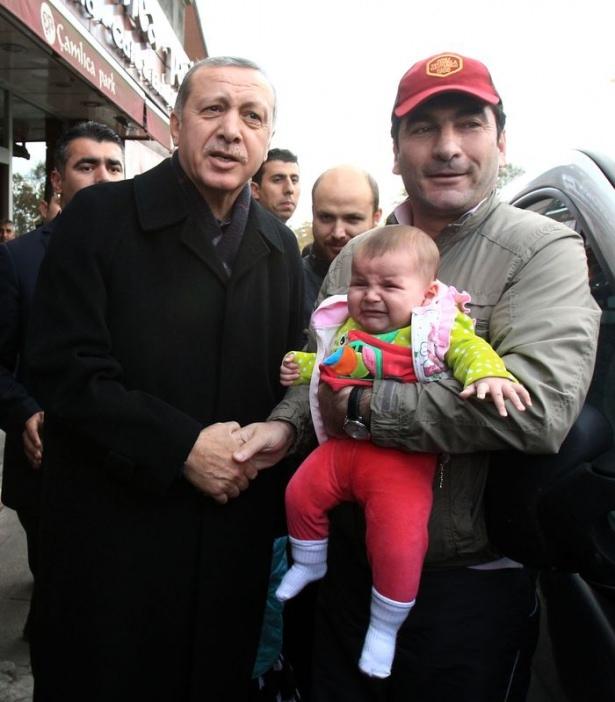 Erdoğan, oğlu ve torunuyla market alışverişinde 13