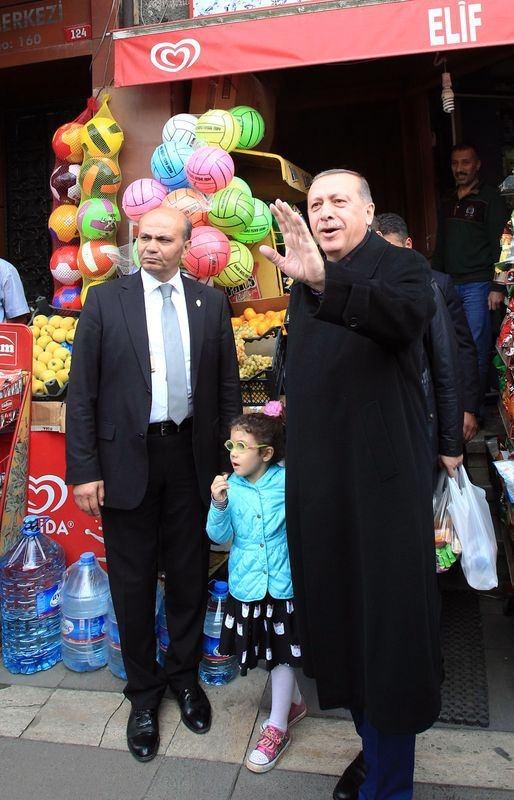 Erdoğan, oğlu ve torunuyla market alışverişinde 2