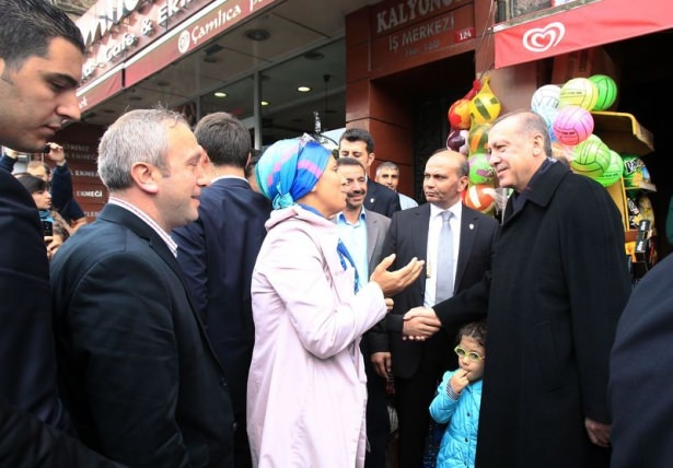 Erdoğan, oğlu ve torunuyla market alışverişinde 6