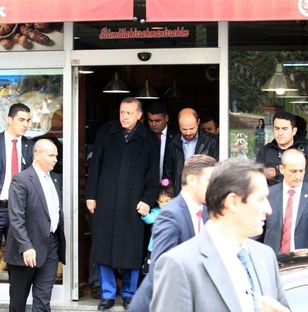 Erdoğan, oğlu ve torunuyla market alışverişinde 9