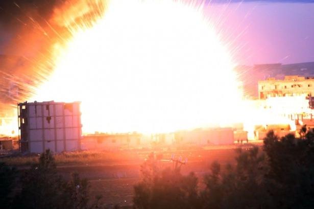 IŞİD Kobani'yi alev topuna çevirdi 1