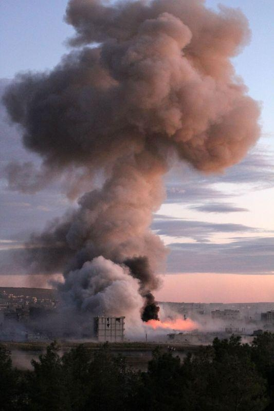 IŞİD Kobani'yi alev topuna çevirdi 4