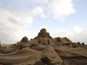 10 bin ton kum kullanılarak yapılan heykeller