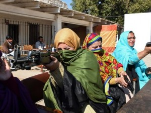 Kadın öğretmenlere silah eğitimi
