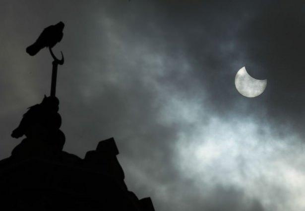 Güneş tutulmasının en çarpıcı fotoğrafları 1