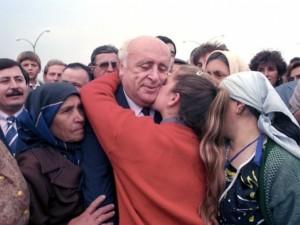 Siyasiler ve ünlülerden Süleyman Demirel mesajı