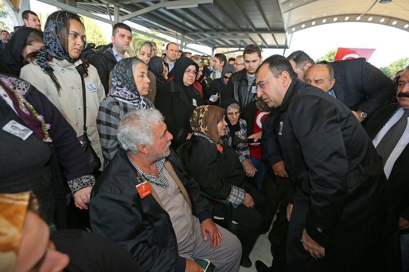 Şehitler gözyaşlarıyla son yolculuğuna uğurlandı 45