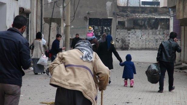 Cizre'de çatışmalar sürüyor, bazı aileler camiye sığındı 3