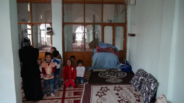 Cizre'de çatışmalar sürüyor, bazı aileler camiye sığındı 4