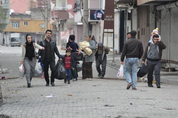 Cizre'de çatışmalar sürüyor, bazı aileler camiye sığındı 5