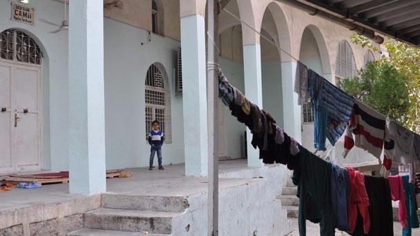 Cizre'de çatışmalar sürüyor, bazı aileler camiye sığındı 6