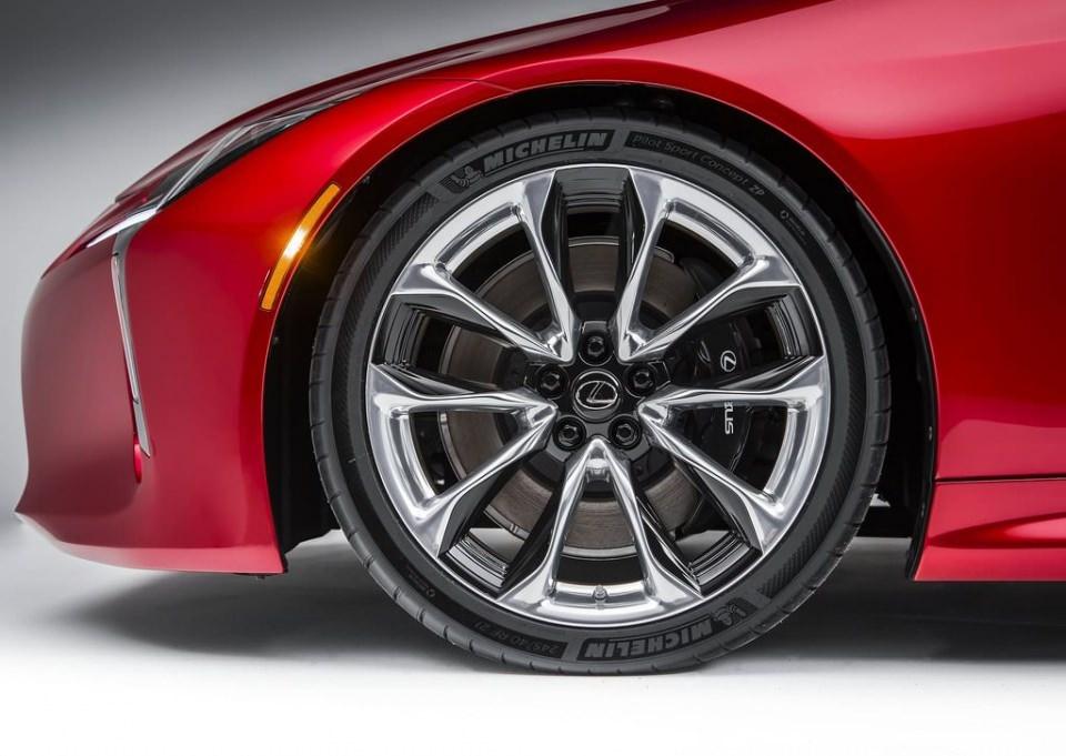 BMW 6'ya yeni rakip: Lexus LC 500 2017 26