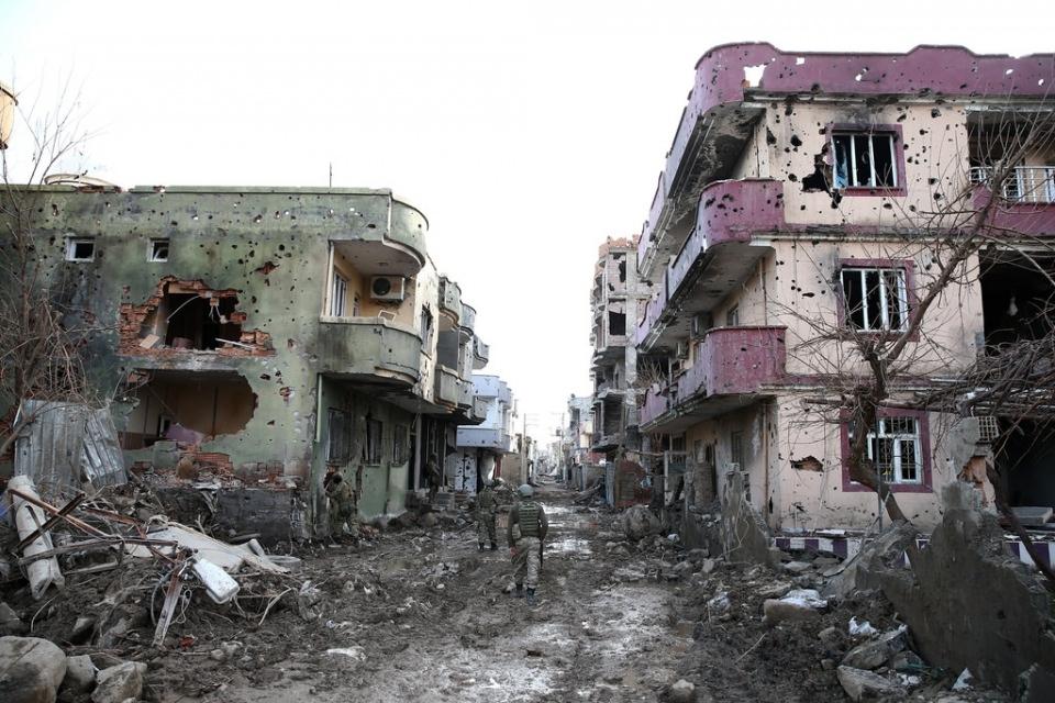 Cizre'de PKK'nın inlerine operasyon 12