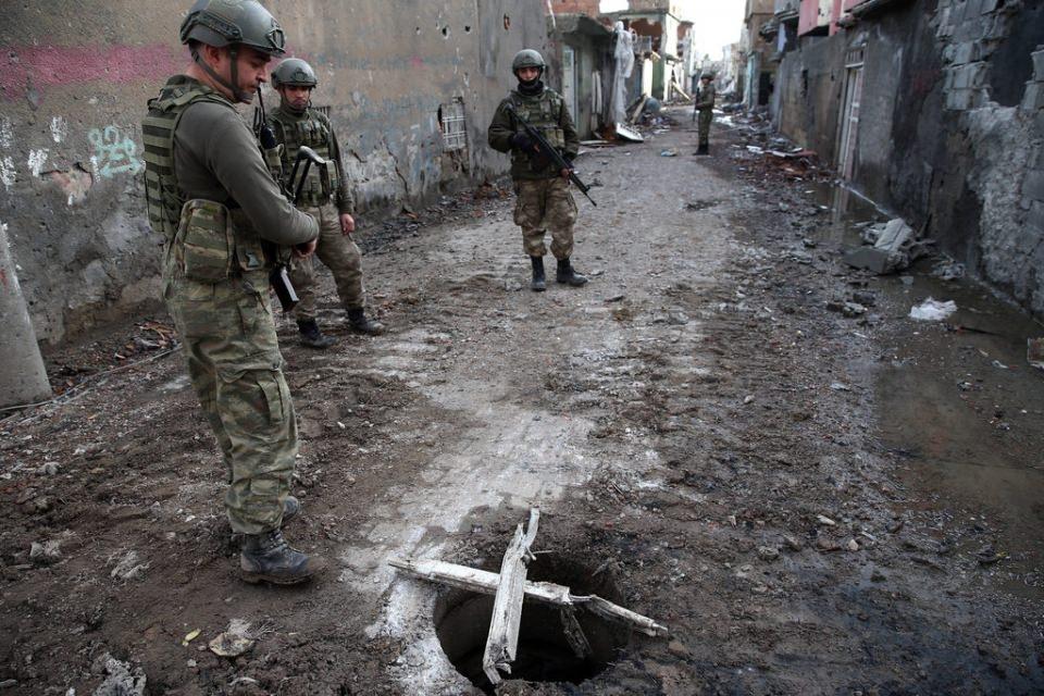Cizre'de PKK'nın inlerine operasyon 15