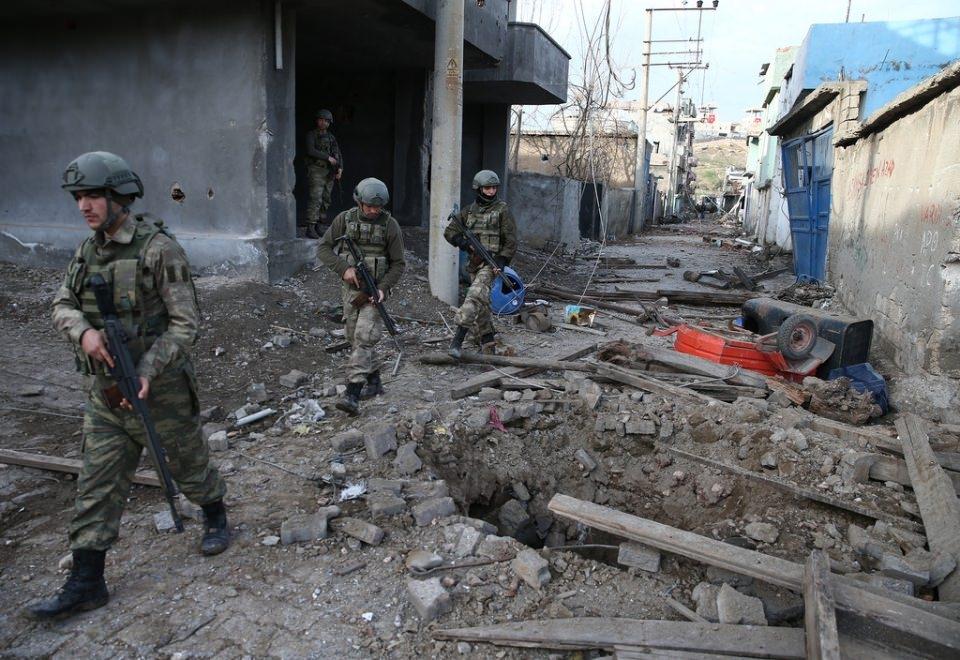 Cizre'de PKK'nın inlerine operasyon 16