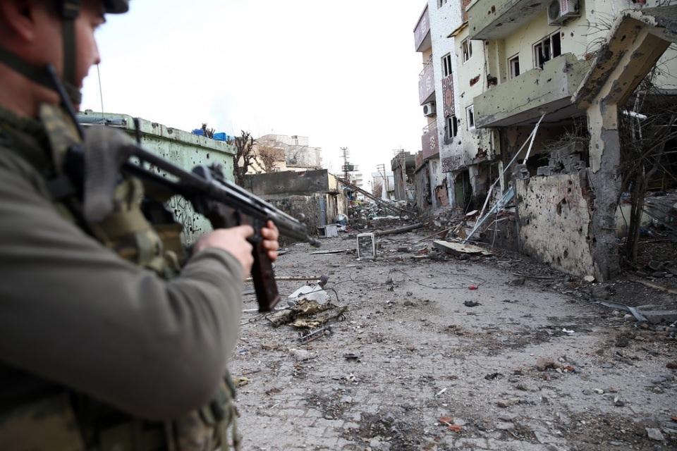 Cizre'de PKK'nın inlerine operasyon 22
