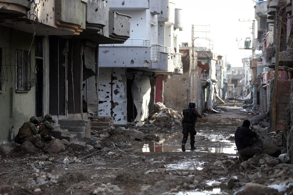 Cizre'de PKK'nın inlerine operasyon 4