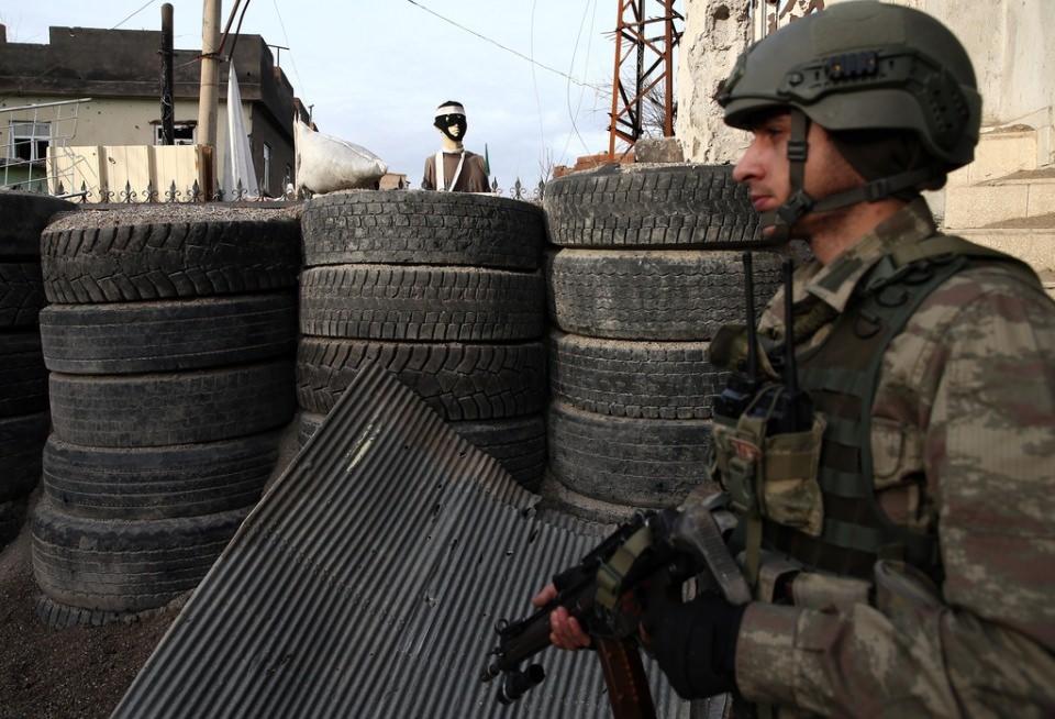 Cizre'de PKK'nın inlerine operasyon 42
