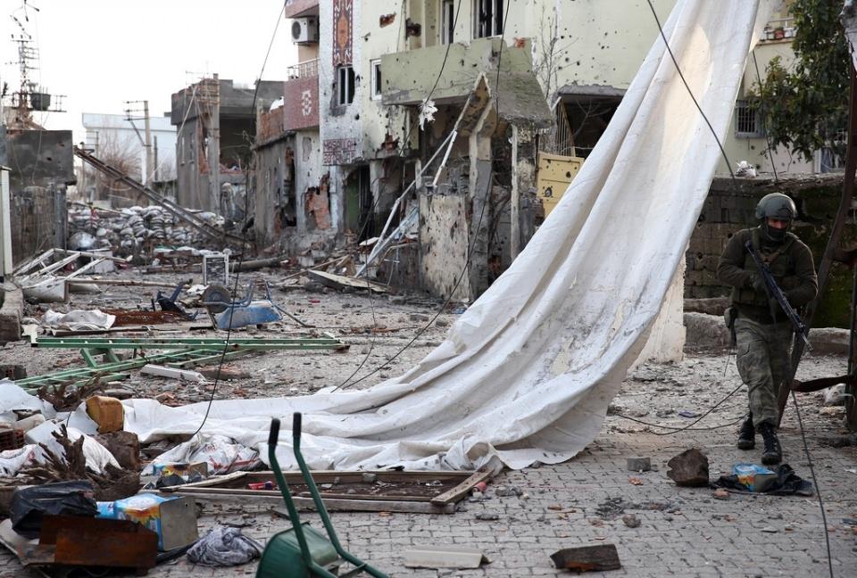 Cizre'de PKK'nın inlerine operasyon 58