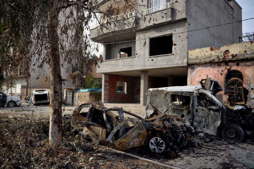 Cizre'de PKK'nın inlerine operasyon 63
