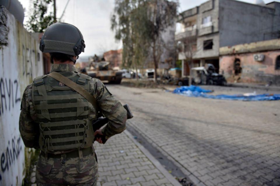 Cizre'de PKK'nın inlerine operasyon 65