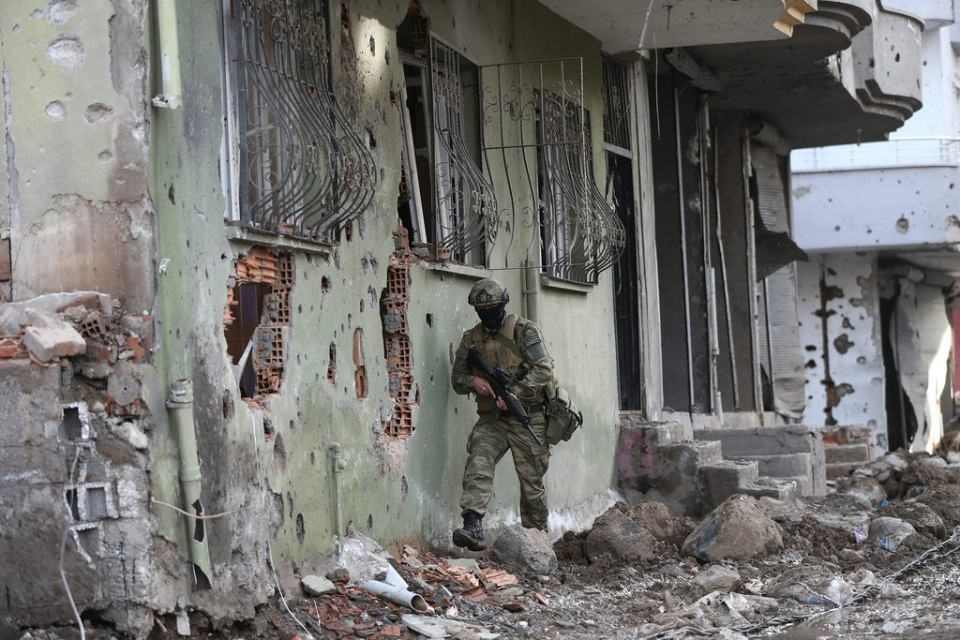 Cizre'de PKK'nın inlerine operasyon 7