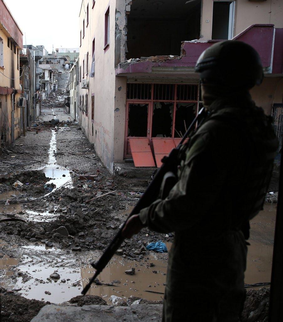 Cizre'de PKK'nın inlerine operasyon 70