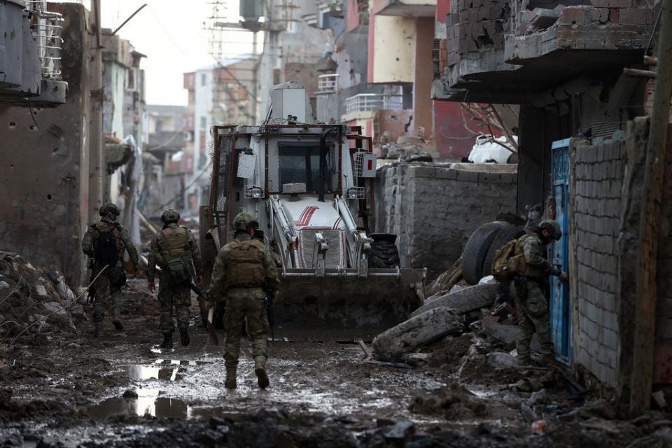 Cizre'de PKK'nın inlerine operasyon 73