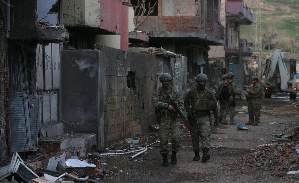 Cizre'de PKK'nın inlerine operasyon 74