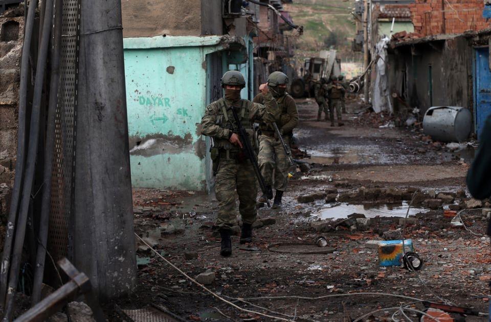 Cizre'de PKK'nın inlerine operasyon 75