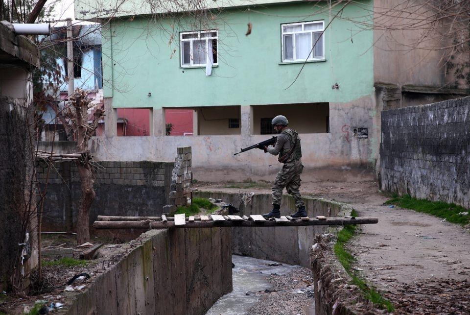 Cizre'de PKK'nın inlerine operasyon 77
