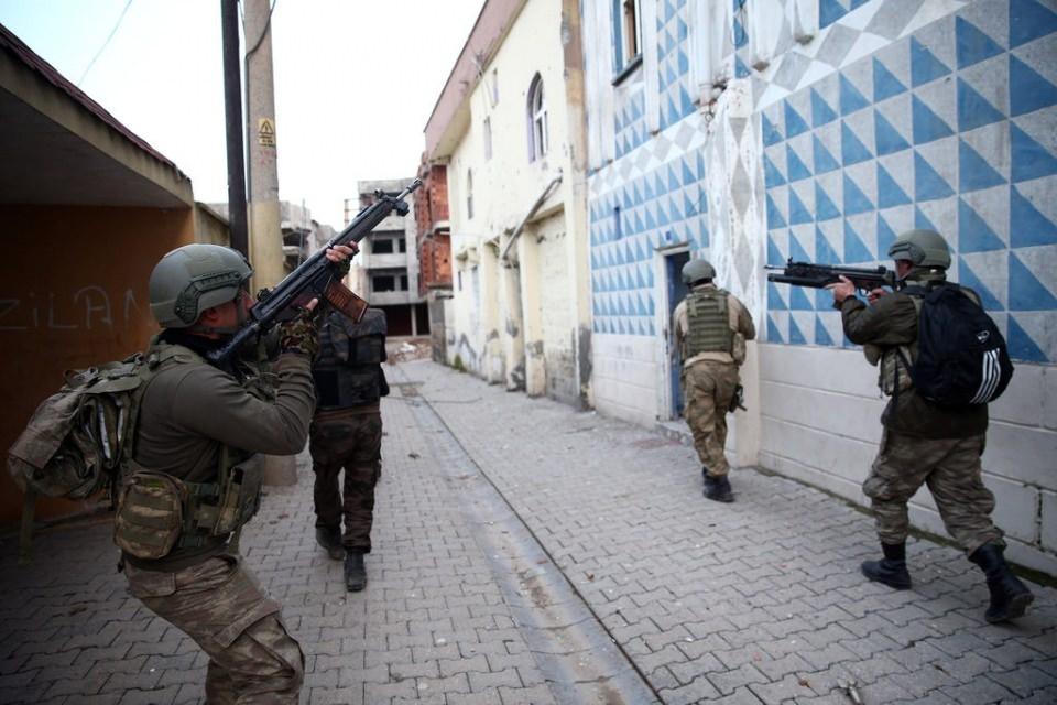 Cizre'de PKK'nın inlerine operasyon 79