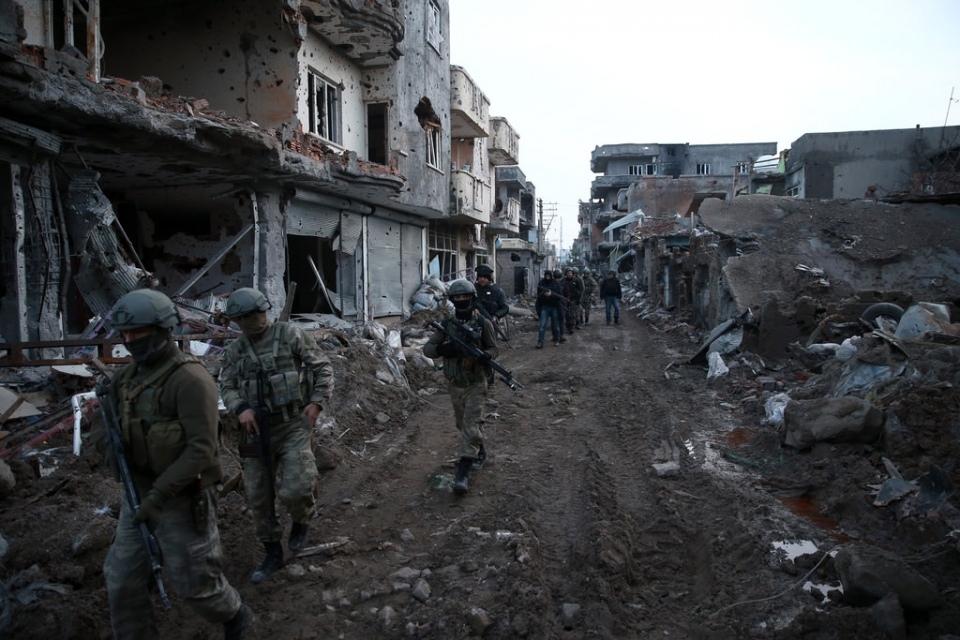 Cizre'de PKK'nın inlerine operasyon 82