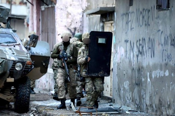Asker ve polisten karış karış tarama! 26